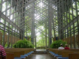 800px-09-02-06-ThorncrownChapel1
