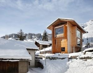 peter-zumthor-house-in-leis-designboom00